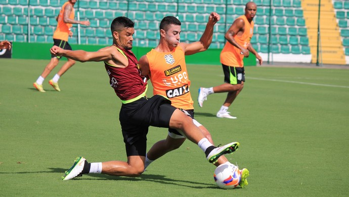 rafael bastos figueirense marquinhos pedroso (Foto: Luiz Henrique / FFC)