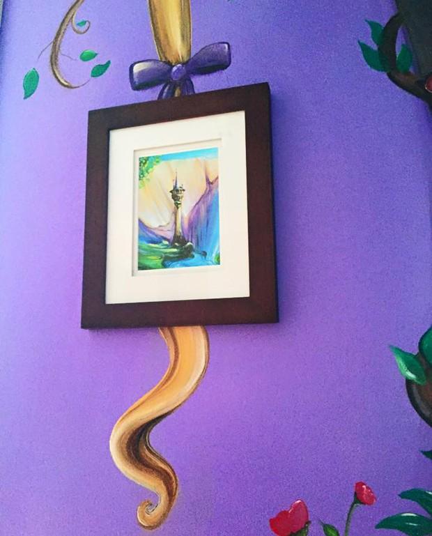 """Mãe leva 60 horas para pintar parede do quarto com tema do filme """"Enrolados"""""""