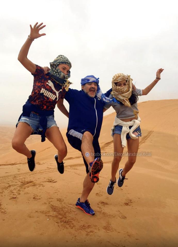 BLOG: Maradona se diverte com filha e namorada no deserto