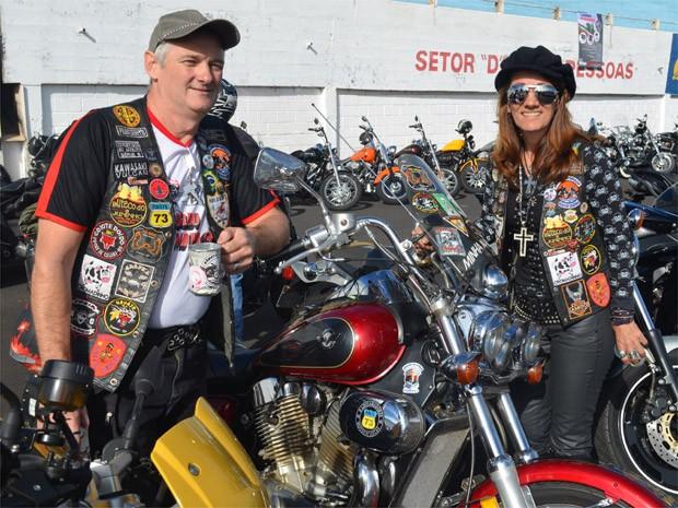 Clademir Ristov e a esposa Fátima rodam juntos  (Foto: Clayton Castelani/ G1)