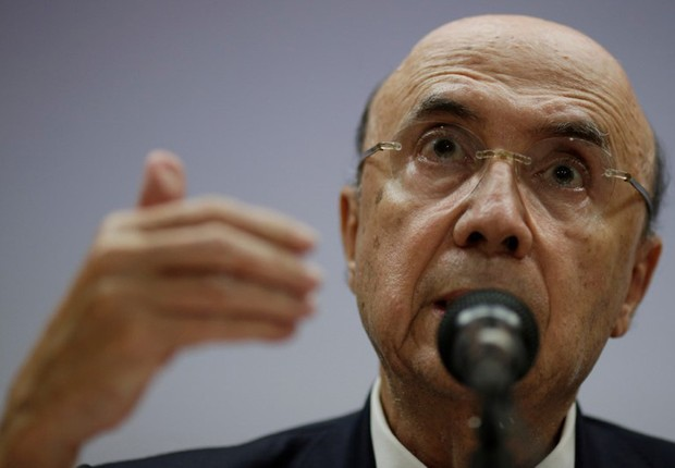 O ministro Henrique Meirelles concede entrevista em Brasília (Foto: Ueslei Marcelino/Reuters)