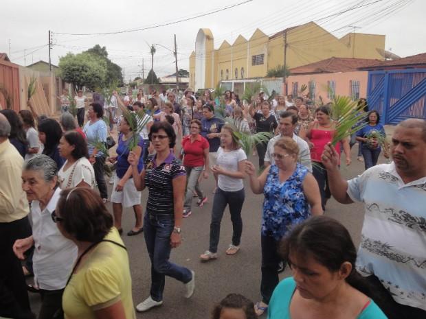 Procissão do Domingo de Ramos em Campo Grande neste domingo (29) (Foto: Gilmar Hernandes /Pascom PMMI)