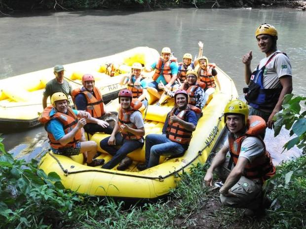 Na volta, passeio pelo rio é feito em barcos infláveis a remo (Foto: Prefeitura de Capanema / Divulgação)