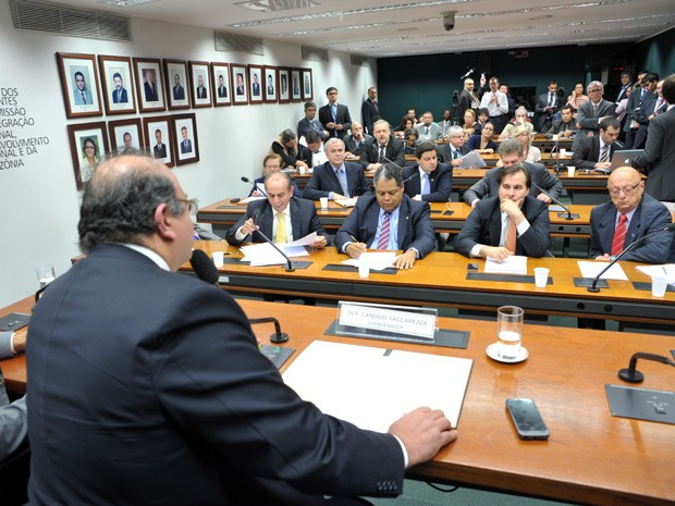 Vaccarezza coordena grupo da reforma política na Câmara (Foto: Zeca Ribeiro / Agência Câmara)