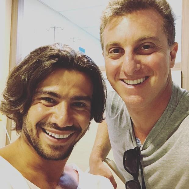 Luciano Huck visita Mariano no hospital (Foto: Reprodução/Instagram)