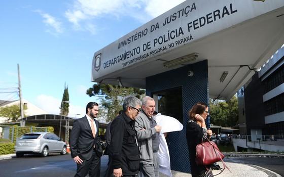 José Carlos Bumlai chega á PF em Curitiba (Foto:  Geraldo Bubniak/AGB / Agência O Globo)