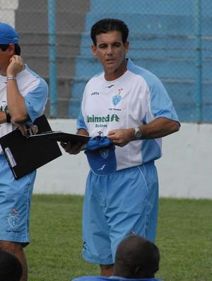 Paulo Roberto, o Luxa do interior, comandou o Papão na campanha de 2007, quando o time não conseguiu passar da primeira fase (Foto: Ary Souza/O Liberal)