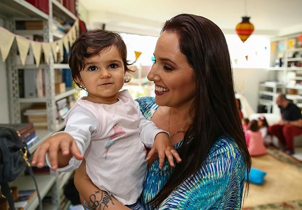 Mariana Belém com a filha, Julia (Foto: Raphael Castello/AgNews)