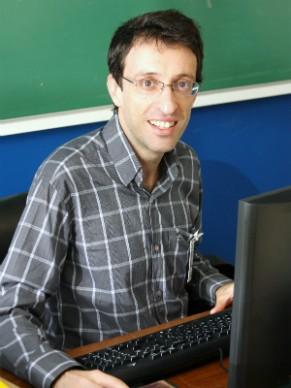 """Professor André Mota, coordenador do Museu Histórico """"Prof. Carlos da Silva Lacaz"""" da FMUSP (Foto: Divulgação)"""