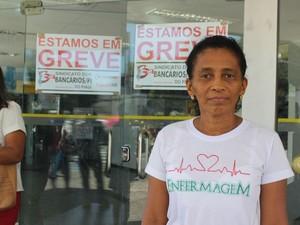 Maria Luiza de Sousa disse que passou 30 minutos em fila de um caixa eletrônico (Foto: Fernando Brito/G1)