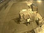 Vídeo flagra funcionário furtando cargas em aeroporto de Manaus