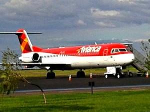 Avião está na pista do Aeroporto Internacional de Campo Grande e deve passar por manutenção (Foto: Osvaldo Nóbrega/ TV Morena)