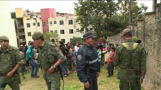 Guarda Civil controla entrada e saída de condomínio invadido no Capão Redondo