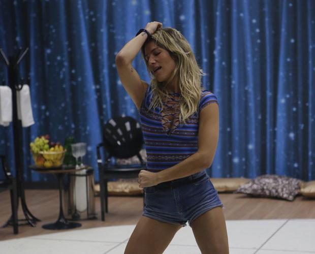Giovanna Ewbank capricha nos carões (Foto: Artur Meninea/ TV Globo)