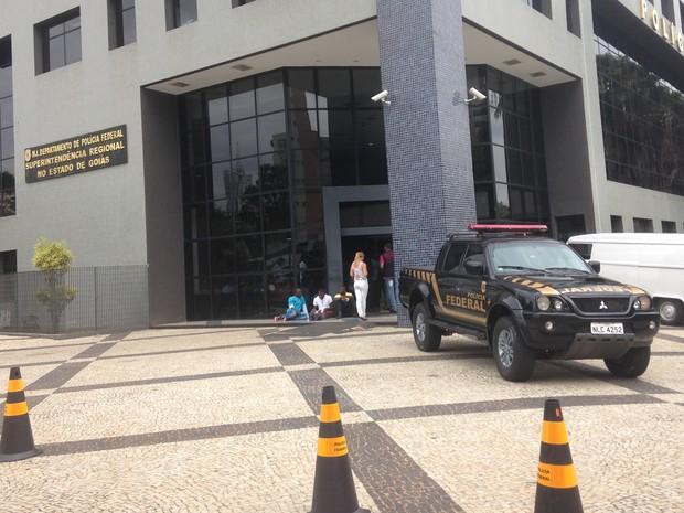Polícia Federal faz operação contra fraudes em vestibulares de medicina, em Goiás (Foto: Paula Resende/G1)