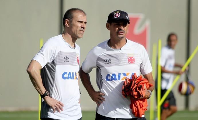 Milton Mendes e Valdir Bigode (Foto: Paulo Fernandes/Vasco.com.br)