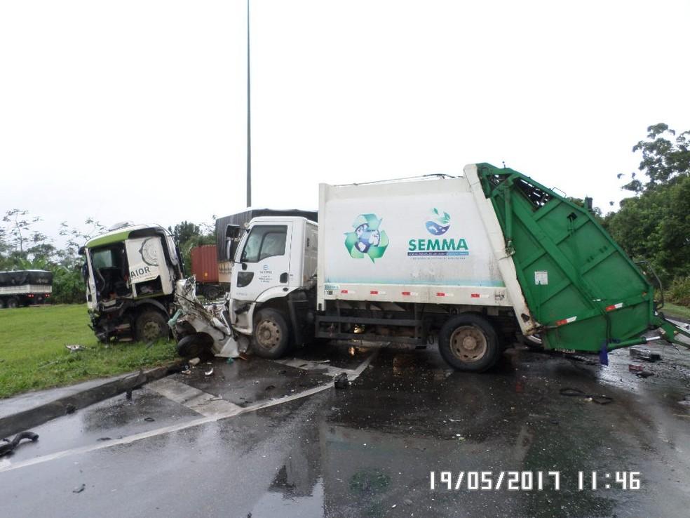 Duas pessoas morreram no local do acidente (Foto: Divulgação/ Marcelo Furtado/ PRF)