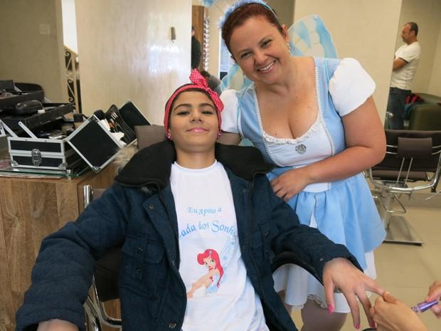 Garota de 12 anos pediu uma peruca depois de perder o cabelo com a quimioterapia (Foto: Anna Gabriela Ribeiro/G1)