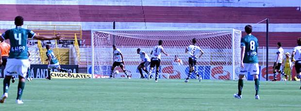 Lance do jogo entre XV de Piracicaba e Guarani (Foto: Michel lambstein/ Nosso Jornal Tupi)
