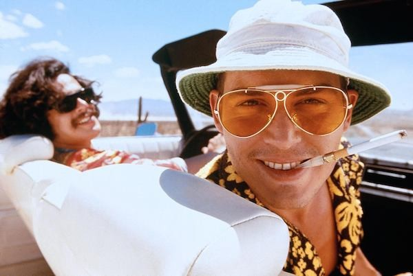 Johnny Depp no papel de seu amigo e ídolo, o jornalista Hunter S. Thompson (Foto: Reprodução)
