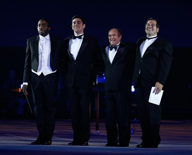 Lázaro Ramos, Marcelo Adnet, Renato Aragão e Leandro Hassum fazem número (Foto: Raphael Dias / Gshow)