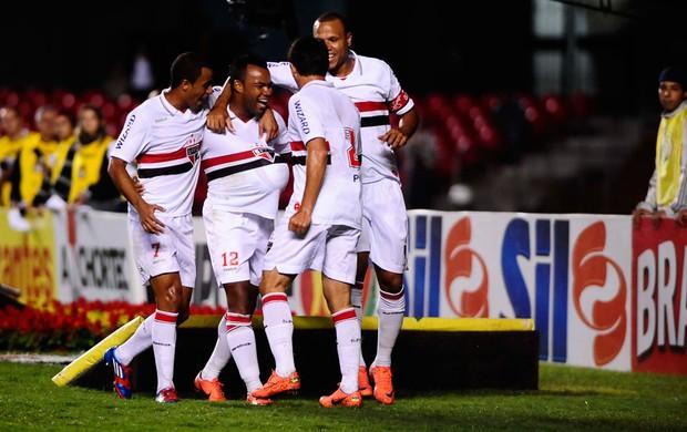 fernandinho são paulo gol bragantino (Foto: Marcos Ribolli / Globoesporte.com)