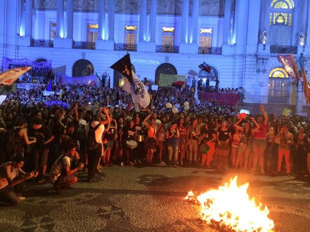 Os manifestantes pedem a saída de Eduardo Cunha (Foto: Daniel Silveira/ G1)
