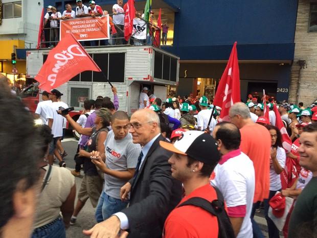 Eduardo Suplicy participa de manifestação na Avenida Paulista (Foto: Karina Godoy/G1)