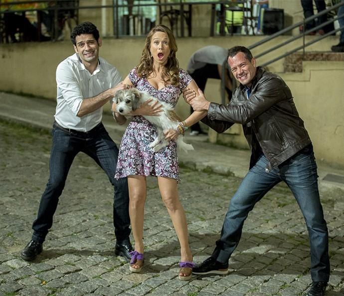João Baldasserini, Mari Ximenes e Malvino Salvador se divertem com a disputa de Beto e Apolo pelo coração de Tancinha <3 (Foto: Ellen Soares/Gshow)