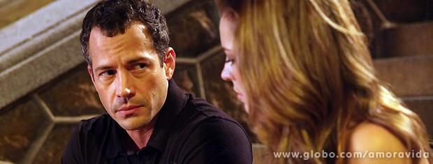 Ele acaba tendo que cotnar tudo pelo que passou com Luana... (Foto: Amor à Vida / TV Globo)