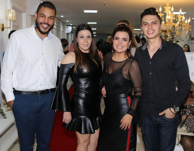 Os casais Simony e Patrick Souza, e Mara Maravilha e Gabriel Torres (Foto: Thiago Duran/AgNews)