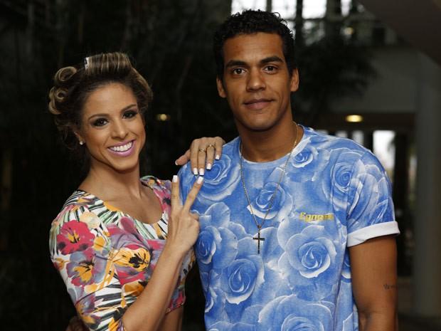 Marcello Melo Jr. e Raquel Guarini se reencontram nos bastidores do Domingão do Faustão e posam para foto (Foto: Ellen Soares/Gshow)