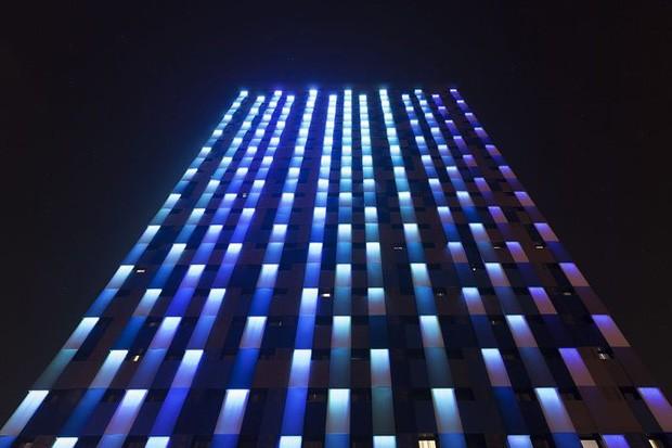 Iluminação da fachada do Hotel WZ, em São Paulo, por Estúdio Guto Requena, premiada na categoria Arquitetura (Foto: Divulgação)