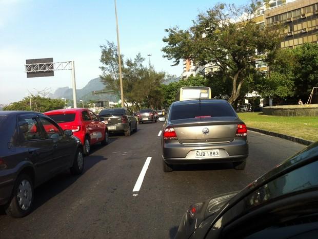 Avenida Borges de Medeiros tinha lentidão em direção à Gávea, às 7h. (Foto: Marcelo Elizardo / G1)