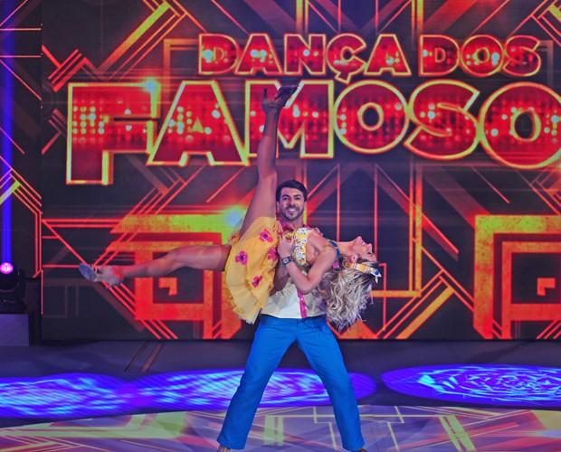 Ao som de 'Ai que Saudade', Giovanna Ewbank e Rogério Mendonça arrasam na pista (Foto: Reinaldo Marques / TV Globo)