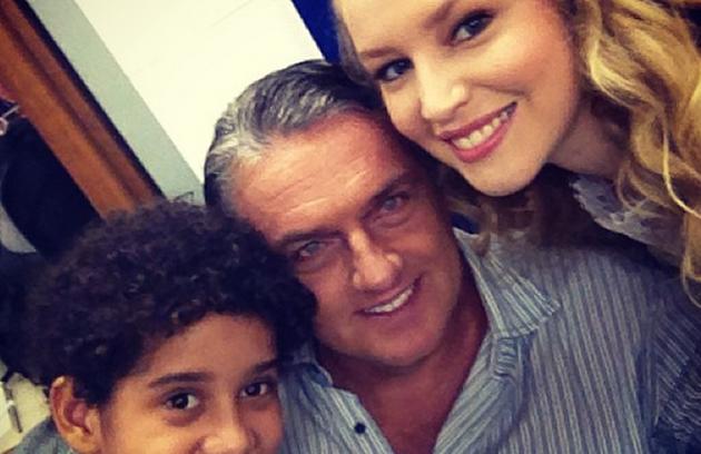 Cauê Campos, Werner Schünemann, Rhaisa Batista nos bastidores da novela  (Foto: Reprodução)