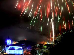 Fogos de artifício na região do Banhado, no centro de São José dos Campos, no Réveillon de 2012. (Foto: Charles de Moura/PMSJC)
