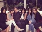 Chateada! Kris Jenner reclama de ficar fora de foto de família, diz site