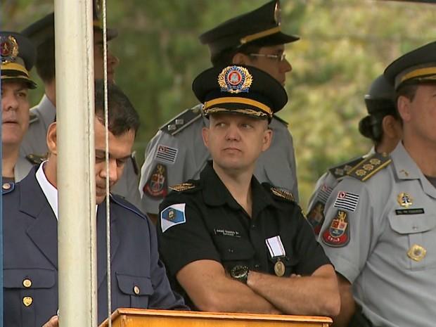 O chefe da Guarda Civil, André Tavares, representou a prefeita no desfile de 7 de setembro (Foto: Reprodução/EPTV)