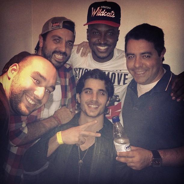 Thiaguinho com Fiuk e amigos em bastidores de show em São Paulo (Foto: Instagram/ Reprodução)