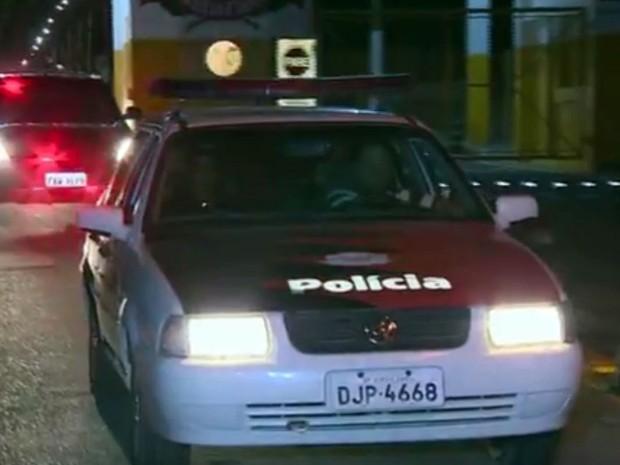 Presos fazem rebelião na noite desta segunda em Hortolândia (Foto: Reprodução/EPTV)