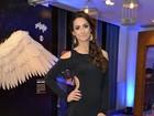 Camila Lucciola é a mais bem-vestida em festa de 'Saramandaia'