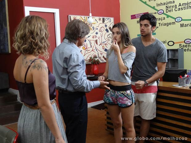 Thales reaparece com nova proposta pra Fatinha... e Bruno arregala os olhos... de susto!  (Foto: Malhação / TV Globo)