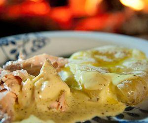 Como fazer salmão no sal grosso com batatas