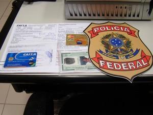 Suspeito foi preso em agência da Caixa Econômica do bairro Lagoa Nova (Foto: Divulgação/Polícia Federal do RN)