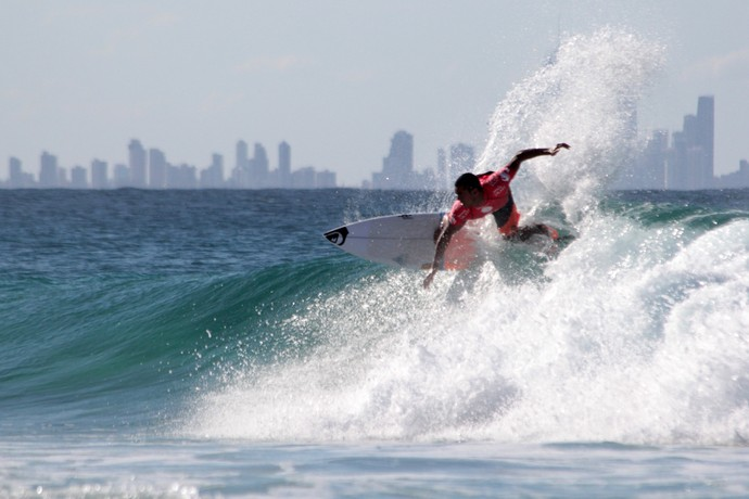 Wiggolly Dantas em ação no round 5 da etapa de Gold Coast, Mundial de Surfe (Foto: Luciana Pinciara / Motion Photos)