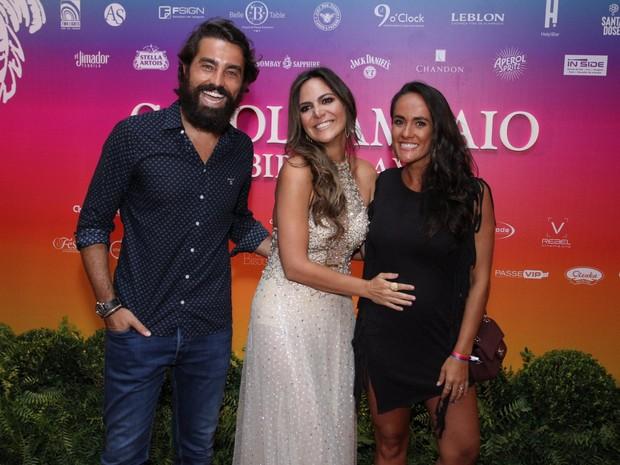 Ricardo Pereira e Francisca Pinto com Carol Sampaio em festa na Zona Sul do Rio (Foto: Thyago Andrade e Marcos Ferreira/ Brazil News)