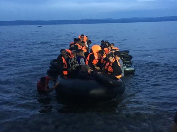 Barcos com refugiados tentando chegar à Europa chegavam a todo momento na ilha de Lesvos (Foto: Ebenézer Paz / Arquivo pessoal)