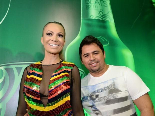 Solange Almeida e Xand, do Aviões do Forró, em camarote em Salvador, na Bahia (Foto: Marcelo Machado/ EGO)