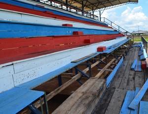 Arquibancada do Estádio Portal da Amazônia em Vilhena (RO) (Foto: Flávio Godoi/GLOBOESPORTE.COM)